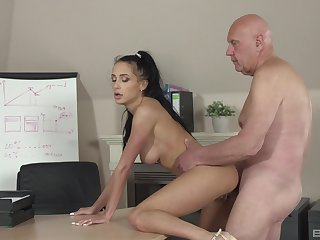 Keen-edged hottie Nicole Love gives it up to an older man winning office