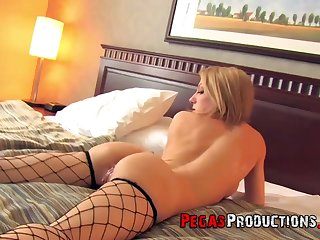 Amateur home video to sexy girlfriend Malory Maze in fishnet