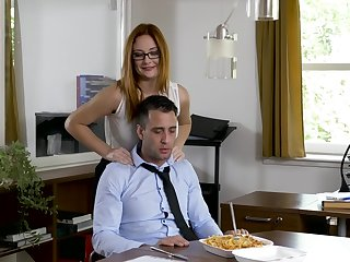 Office MILF wants an obstacle ground-breaking guy's dick before spiralling home