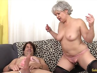 Cock hungry mature women seductive hard dicks in brashness and give awesome blowjobs