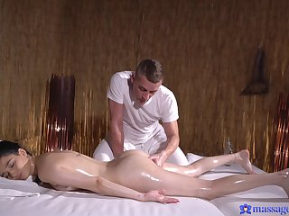 Balls deep fucking on someone's skin bed with a hot ass amateur darling